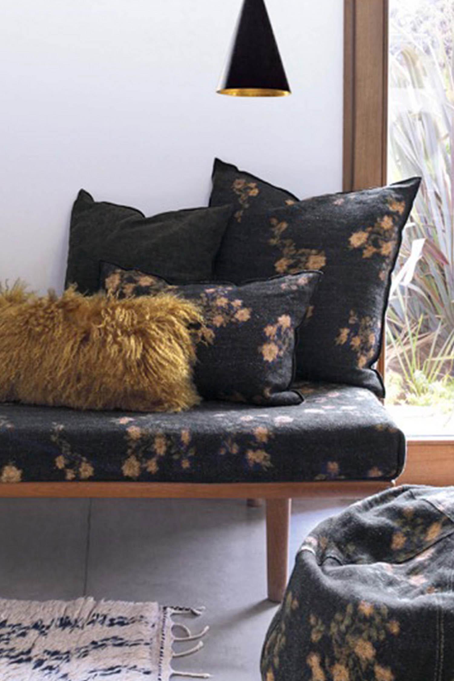 coussin lin wabi sabi les roses 40 x 60 maison de vacances. Black Bedroom Furniture Sets. Home Design Ideas